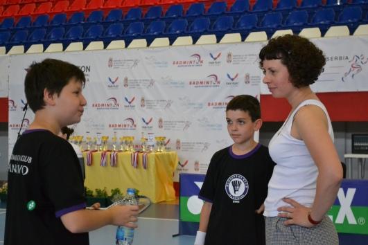 Aleksandar Vitman levo i Mihajlo Borka desno sa trenerom u pauzi tokom meča